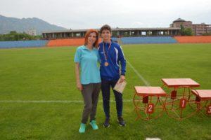 Божидар Вангелов с учителя си по физическо Светла Петканова