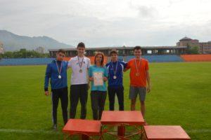 Четиримата от щафетата на ППМГ Бургас с учителя си по физическо Светла Петканова